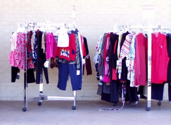 sales clothes on a rack 1554473 1280x960
